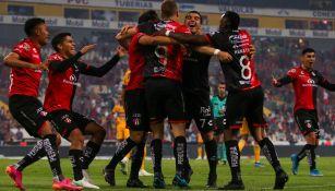 Jugadores de Atlas, en festejo de gol