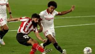 Jules Koundé durante un partido con el Sevilla