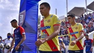 Jugadores de Tepatitlán y Morelia previo a la Final de Ida