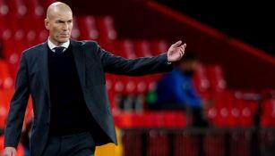 Zidane dirigiendo un partido del Real Madrid