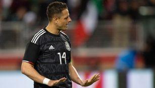 Javier Hernández durante un partido con el Tri