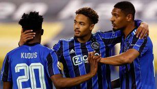 Jugadores del Ajax, en festejo de gol