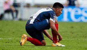 Jesús Gallardo en el partido entre Rayados y Santos