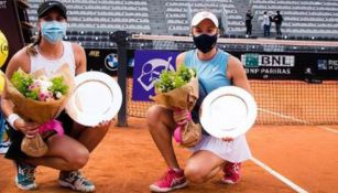 Giuliana Olmos y Sharon Fichman presumen sus trofeos