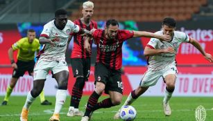 Milán en acción contra el Cagliari