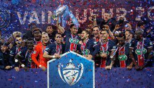 Jugadores del PSG festejan el título de Copa