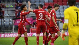 Jugadores del Bayern Munich celebran un tanto