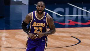 LeBron James durante un duelo con Los Angeles Lakers