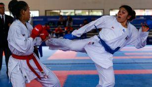Guadalupe Quintal impacta a su rival