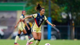 Jennifer Muñoz durante un partido con América