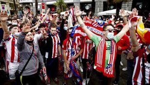 Aficionados celebran el título del Atlético de Madrid