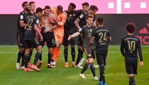 Jugadores del Bayern Munich celebrando el gol de Lewandowski