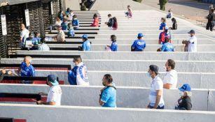 Afición de Cruz Azul llegando al Azteca