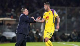 Herrera y Ménez en un partido con América