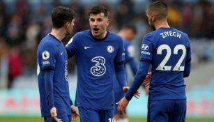 Jugadores del Chelsea durante el juego ante el Aston Villa