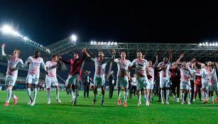 Jugadores del Milan celebran el pase a la Champions