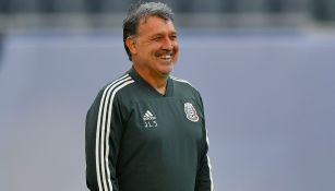 Tata Martino sonríe en un entrenamiento de la Selección Mexicana