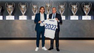 Luka Modric y Florentino Pérez tras la renovación del croata