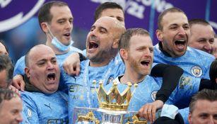 Pep Guardiola celebra con el Manchester City el título de la Premier League