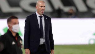 Zinedine Zidane durante un duelo del Real Madrid