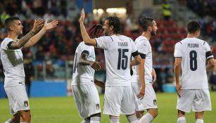 Jugadores de Italia en festejo de gol