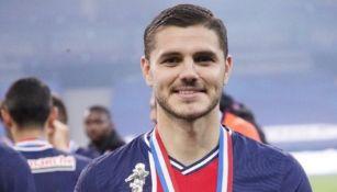 Mauro Icardi posa con la Copa de Francia