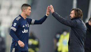 Cristiano Ronaldo y Pirlo en un partido de la Juventus