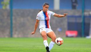 Jaqueline Rodríguez en un partido con Chivas