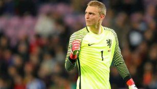 Jasper Cillessen durante un duelo con Países Bajos