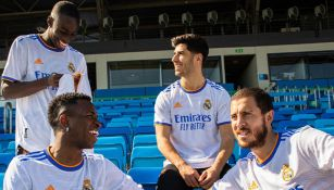 Jugadores del Real Madrid lucen la nueva playera del club
