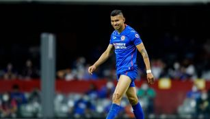 Orbelín Pineda durante un partido con Cruz Azul