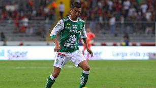 Elías Hernández jugando con León
