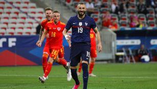 Francia: Karim Benzema falló un penalti en su reaparición con la selección