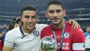 Misael Corona y Chuy, tras el triunfo de Cruz Azul