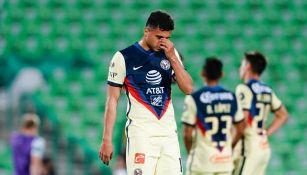 Alan Medina en un partido con América
