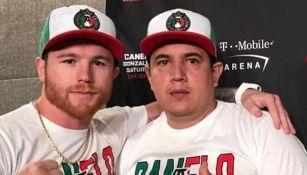 Saúl 'Canelo' Álvarez junto con Eddy Reynoso