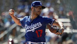 Joe Kelly en acción con los Dodgers
