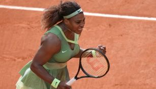 Serena Williams celebra pase a Octavos en Roland Garros