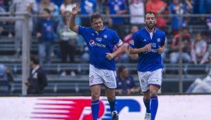 Cruz Azul: Carlos Hermosillo recibió playera conmemorativa por el título Guardianes 2021