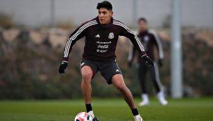 Edson Álvarez en entrenamiento con el Tricolor