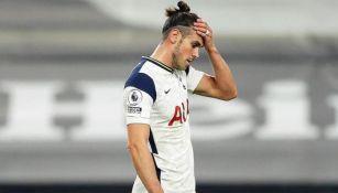 Gareth Bale durante un duelo con el Tottenham