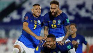 Neymar en festejo con Brasil