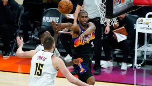 Chris Paul durante un partido con los Suns