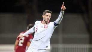 Robert Lewandowski festeja un gol con Polonia