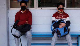 Alumnos en patio de su escuela en CDMX
