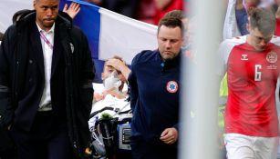 Christian Eriksen saliendo con oxígeno del estadio