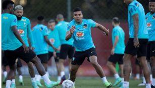Casemiro en un entrenamiento con Brasil