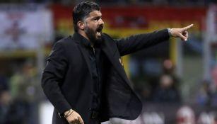 Gennaro Gattuso dirigiendo un partido del Milan