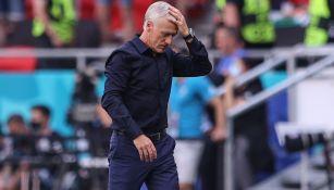 Deschamps reacciona durante el partido contra Hungría