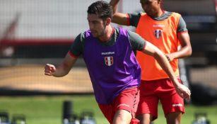 Santiago Ormeño en un entrenamiento con Perú
